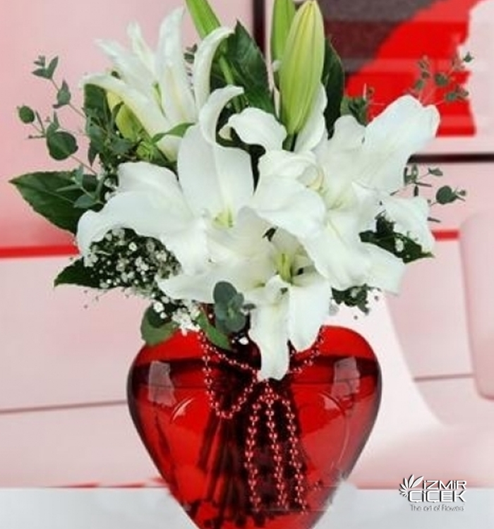 kalp vazoda beyaz lilyumlar izmir
