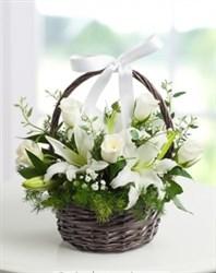 beyaz çiçek sepeti